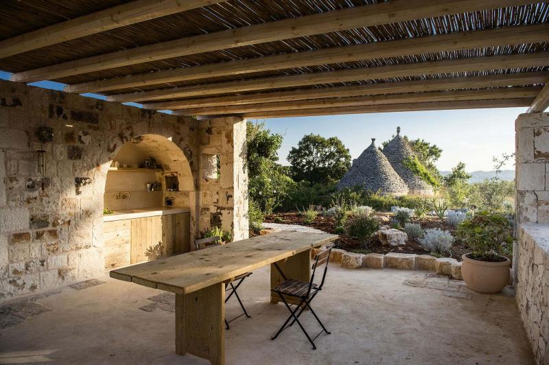 A holiday home in Puglia that arises from profound love for the land of the trulli