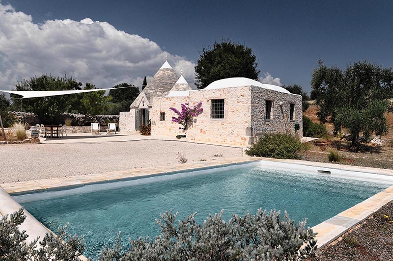 Trullo in Carrozza is a structure with two cones and a lamia with a distinctive Cielo di Carrozza vaulted ceiling, where design is like an old friend