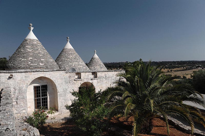 Trullo La Grotta charming property immersed among olive trees and ancient oaks with a view of Cisternino