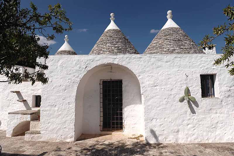 Trullo Furfante a charming holiday home for rent for you apulian holidays