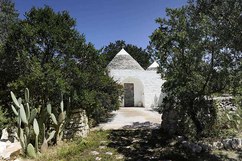 Trullino is a charming holiday home with pool in Puglia Italy for rent for couple trips.