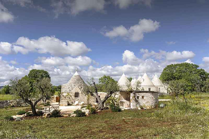 Flowers everywhere they'll make you so happy book your holiday in Puglia at Trullo Guardiano